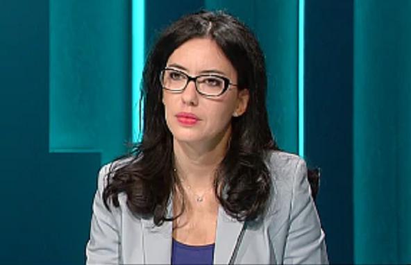 """Azzolina critica De Luca: """"Chiusura scuole è decisione gravissima"""""""