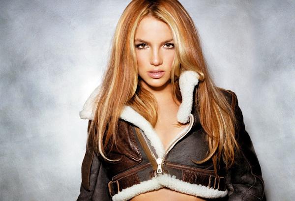 """Britney Spears posta vídeos sensualíssimos dançando """"Breathe On Me""""!"""