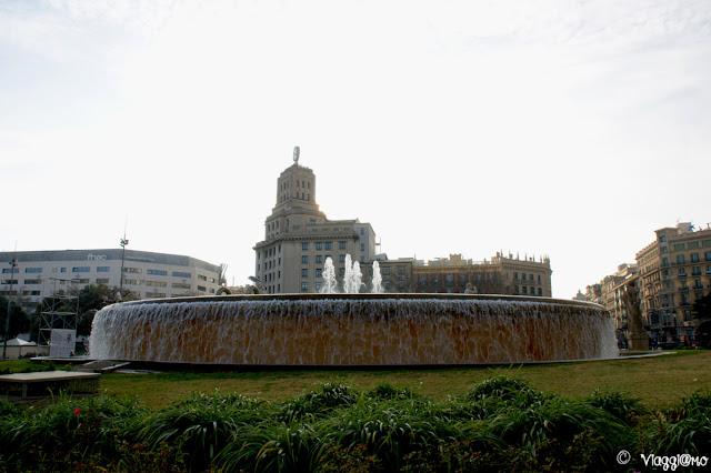 Placa Catalunya una delle piazze principali della città