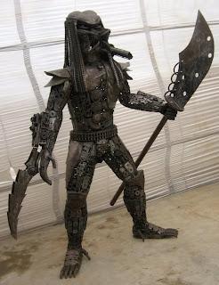Escultura con metal reciclado depredador