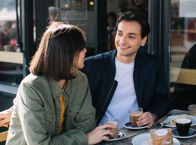 5 Cara Membahagiakan Pasangan yang Bahasa Cintanya Berupa Tindakan