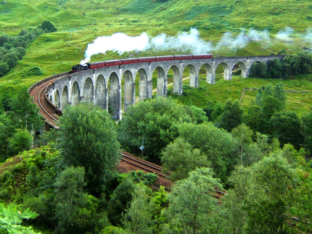 Image from http://en.wikipedia.org/wiki/Glenfinnan_Viaduct