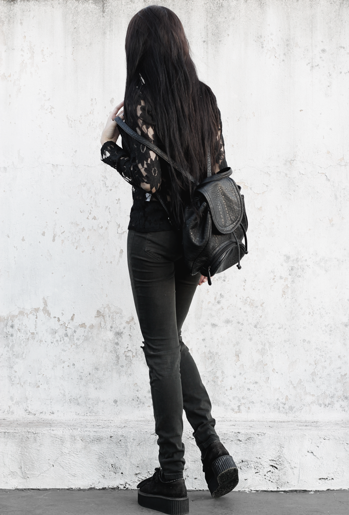 outfits, lace, shirt, ripped, jeans, black, metisu, fashion, blogger, lune, nocturne, creepers, backpack, grunge, gothic