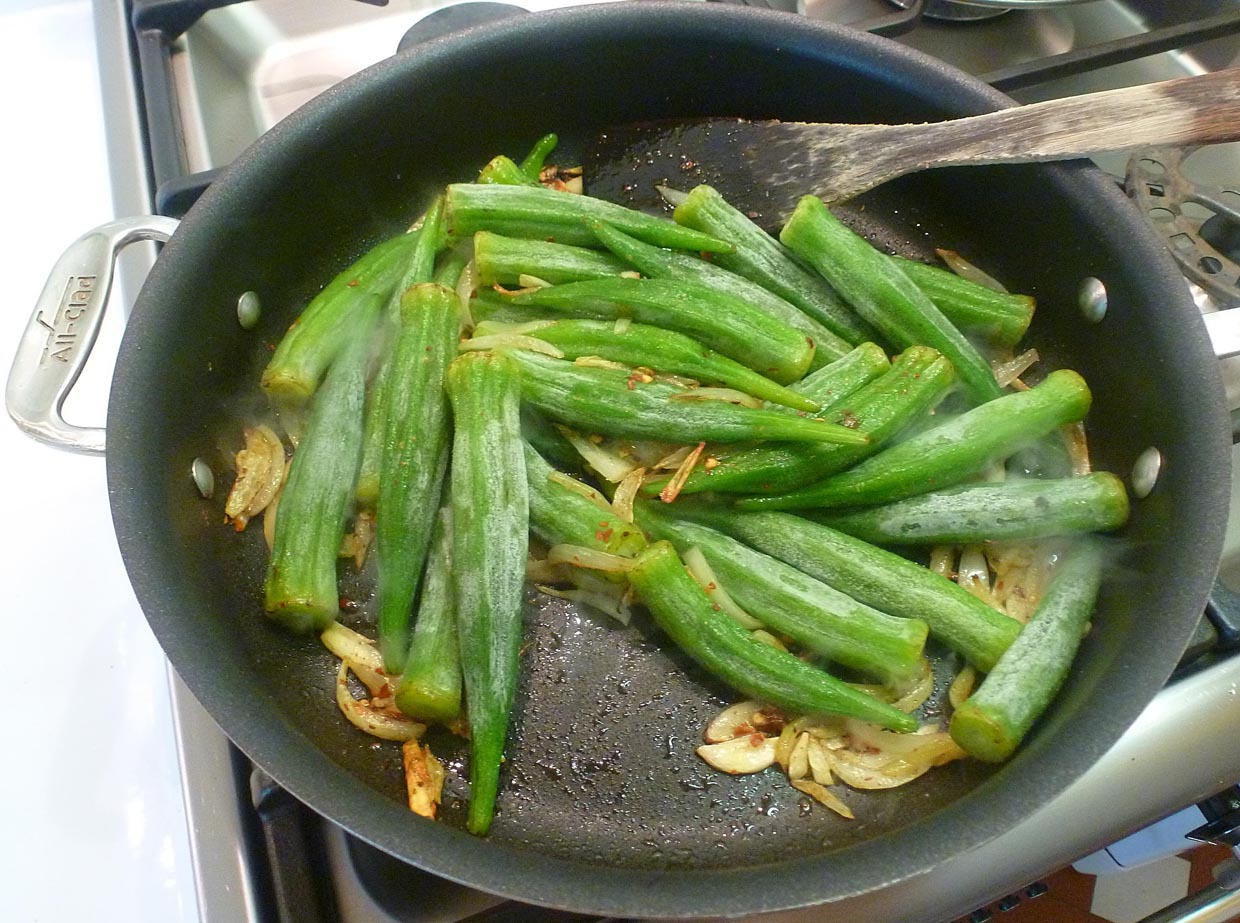 Living the life in Saint-Aignan: Spicy pan-roasted okra with ...