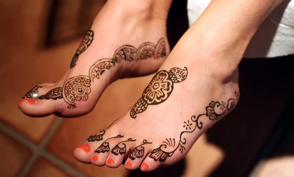 Cute-Lovely-Side-Mehndi-Design