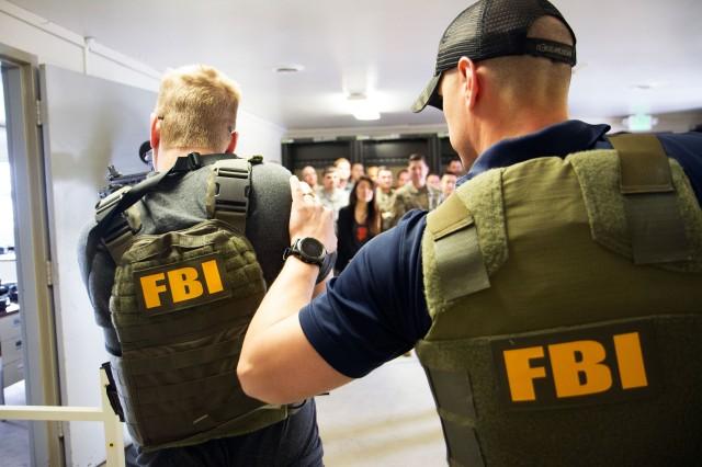6 خطوات يستخدمها عميل مكتب التحقيقات الفيدرالي FBI للتنبؤ بسلوك الناس