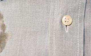 Tips Menghilangkan Noda Oli pada Pakaian