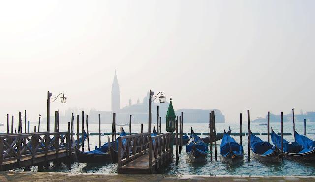 Góndolas con San Giorgio Maggiore al fondo