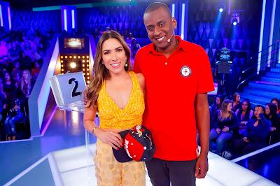 Apresentadora e Juninho (Foto: Gabriel Cardoso)