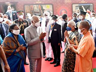 राष्ट्रपति राम नाथ कोविन्द के जनपद लखनऊ आगमन पर चारबाग रेलवे स्टेशन पर प्रदेश की राज्यपाल आनन्दीबेन पटेल एवं मुख्यमंत्री योगी ने स्वागत किया