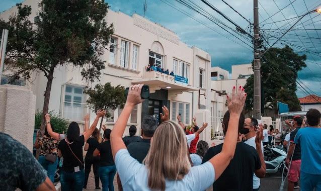 """Cerca de 500 evangélicos oram em frente à Santa Casa de Itu: """"Cumprimos nosso chamado"""""""