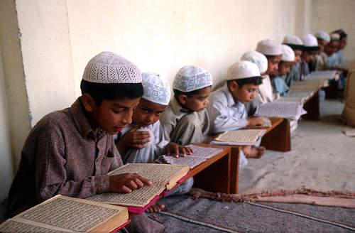 Mementingkan pendidikan anak