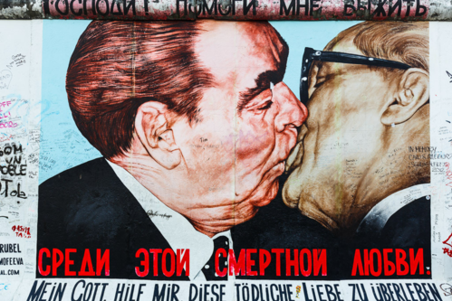 A painting of two kissing men causes mistaking on the Berlin Wall