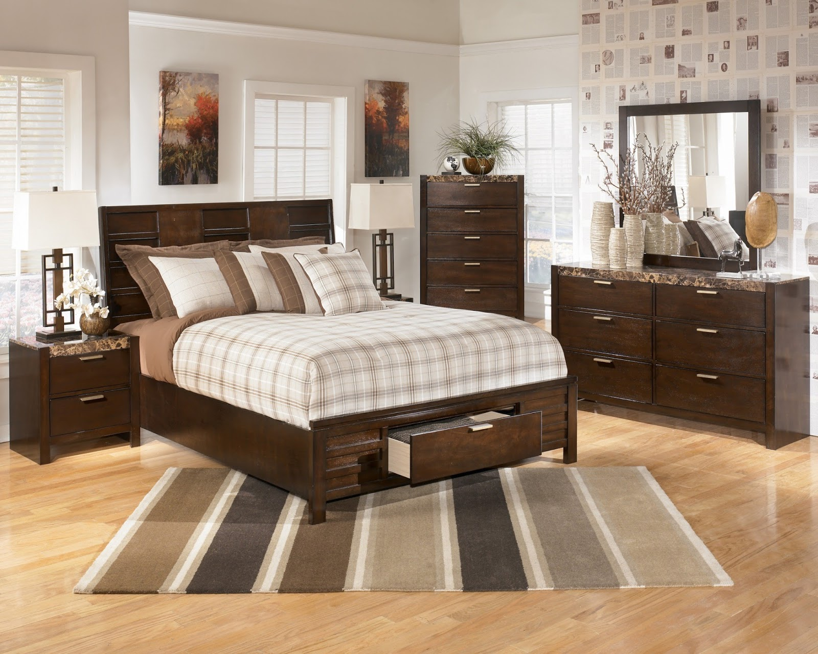Get rid of that clutter chaviva 39 s for Furniture arrangement for small bedroom