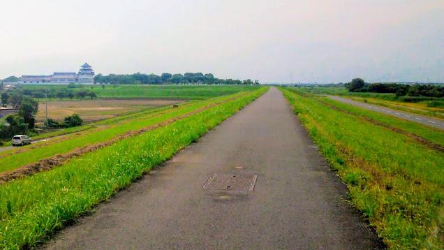江戸川から利根運河沿いを走って利根川に出て、関宿を経由して利根大堰へ。緑のヘルシーロードから行田市街~忍城~さきたま古墳公園に寄って吹上駅まで走るサイクリングコース。