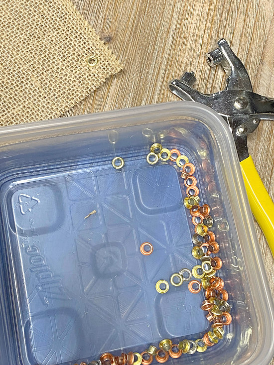 Container of grommets and grommet grip