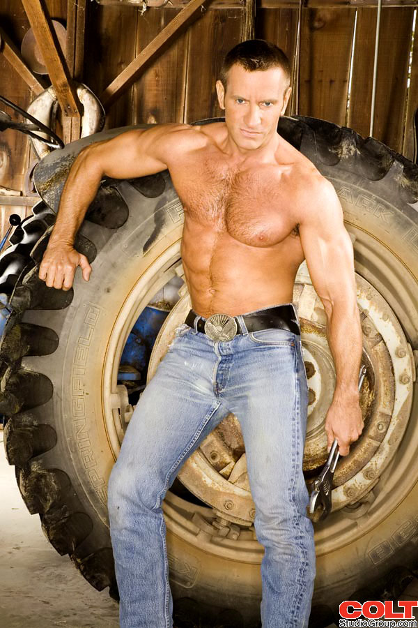 Hairy Dads: Hot legs: Ty Colt