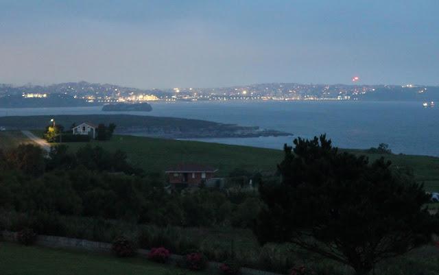 Santander de noche.Puesta de sol desde Ribamontán del Mar. Cantabria