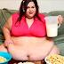 Com 445 kg, mulher sonha em engordar até não conseguir mais se mexer