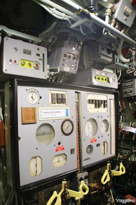 Alcuni dei macchinari e leve del Sottomarino Flora di Lorient