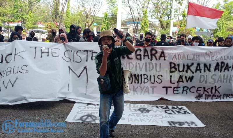 Kabag Ops Polres Pangkep Pimpin Pengamanan Aksi Demo Mahasiswa IPPM Tolak UU Omnibus Law