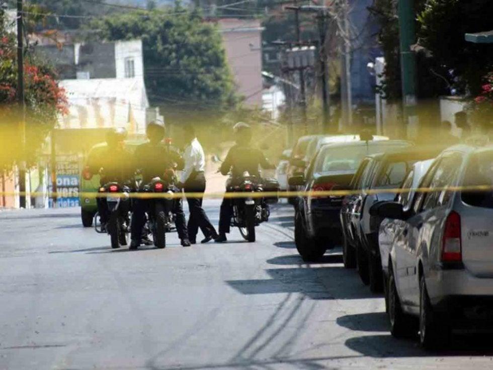 Convoy de sicarios emboscan y abaten a un policía de Cuernavaca fuera del cuartel; acababan de ascenderlo a comandante