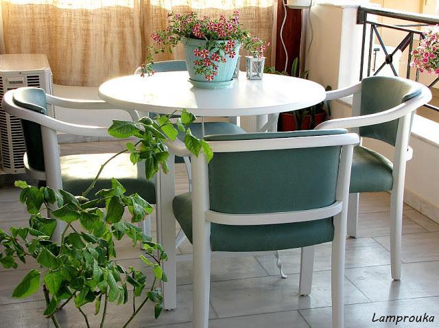 Μεταμόρφωσε το τραπέζι και τις πολυθρόνες ή τις καρέκλες εξωτερικού χώρου με ριπολίνη νερού