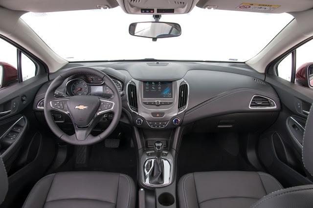Novo Cruze Hatch 2017 - versão LT - interior
