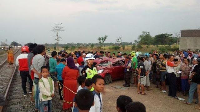 Mobil Tertabrak Kereta Api di Jombang, Seorang Guru dan Tiga Pelajar Tewas