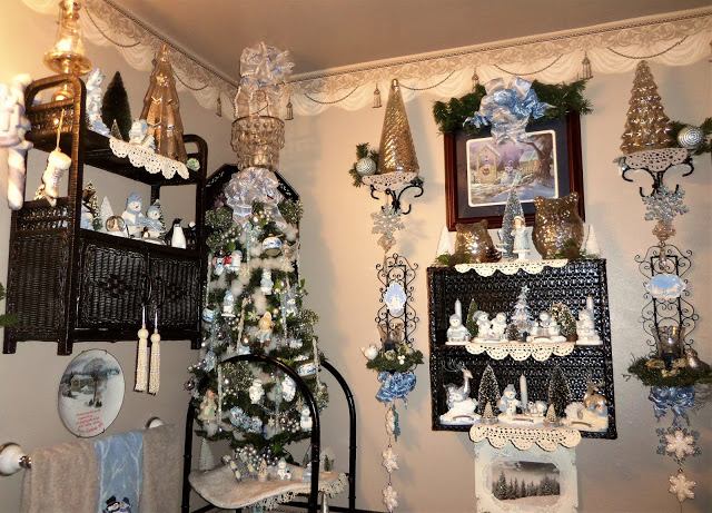 Christmas Home Tour, Winter Wonderland in the Powder Room