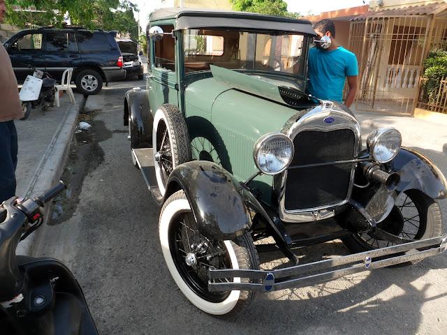 Ford 1928 por las calles de La Vega