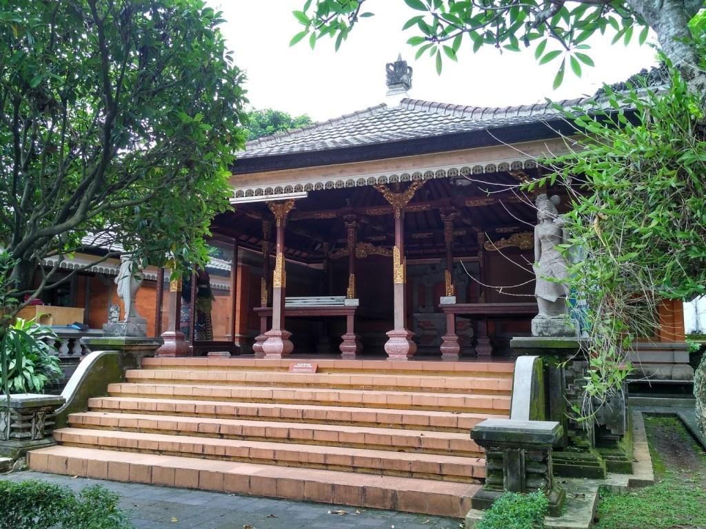 Rumah Adat Bali Bale Manten