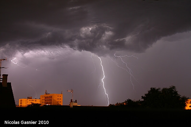 Structures nuageuses inquiétantes (nuit du 8 au 9 juillet 2010)