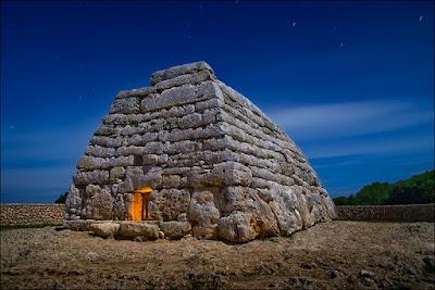 Naveta del Tudons. Arquitectura Megalítica