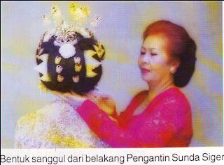 Bentuk Sanggul dari belakang pengantin Sunda Siger