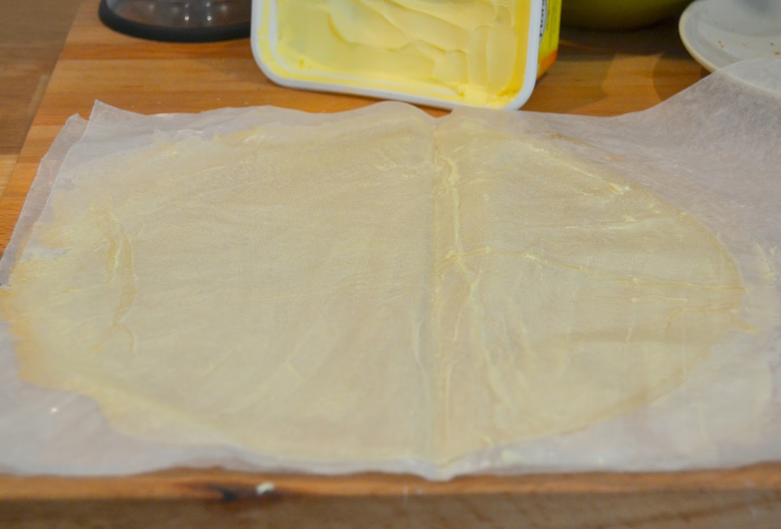 Receta casera de pastela marroquí. Pastelas morunas o arabes de pollo con frutos secos y pasta brick o filo. Fácil, rápido.