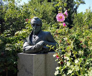 Полтава. Музей-садиба І. П. Котляревського. Погруддя письменника
