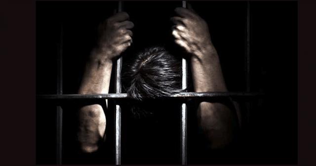 """tiến tới cấp độ thứ ba biệt giam - đó là khi phần """"con"""" xuất hiện."""