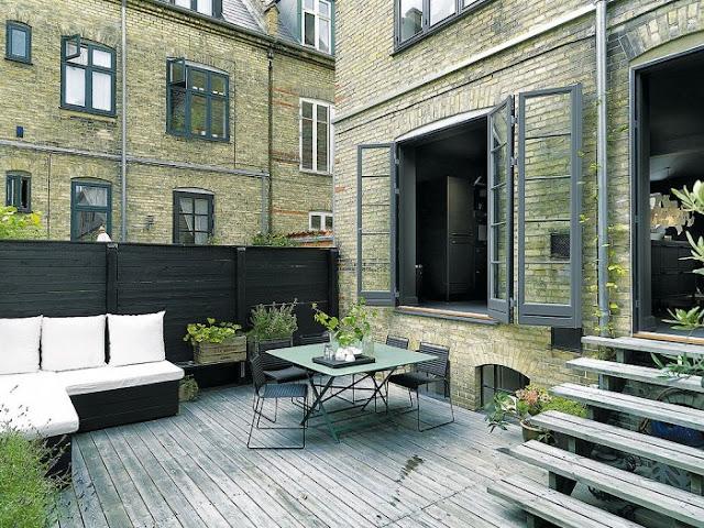 terraza exterior con muebles de madera chicanddeco