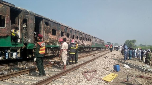 Handfuls slaughtered in gas canister impact and fire on Pakistan train
