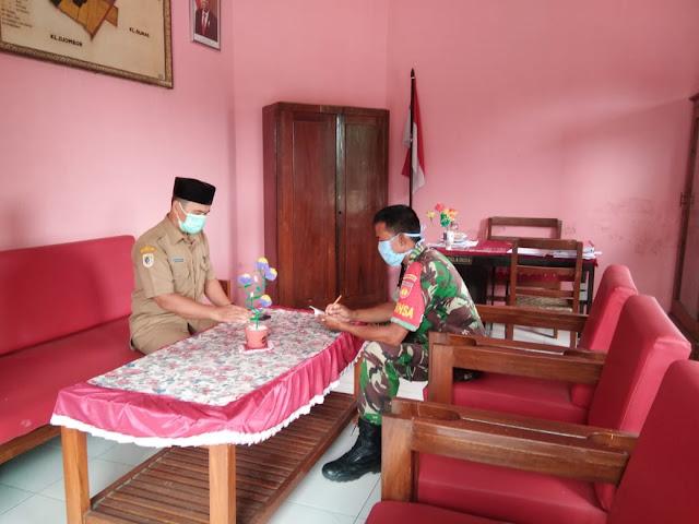 Babinsa Koramil 23/Ceper bersilahturahmi Dengan Perangkat Desa