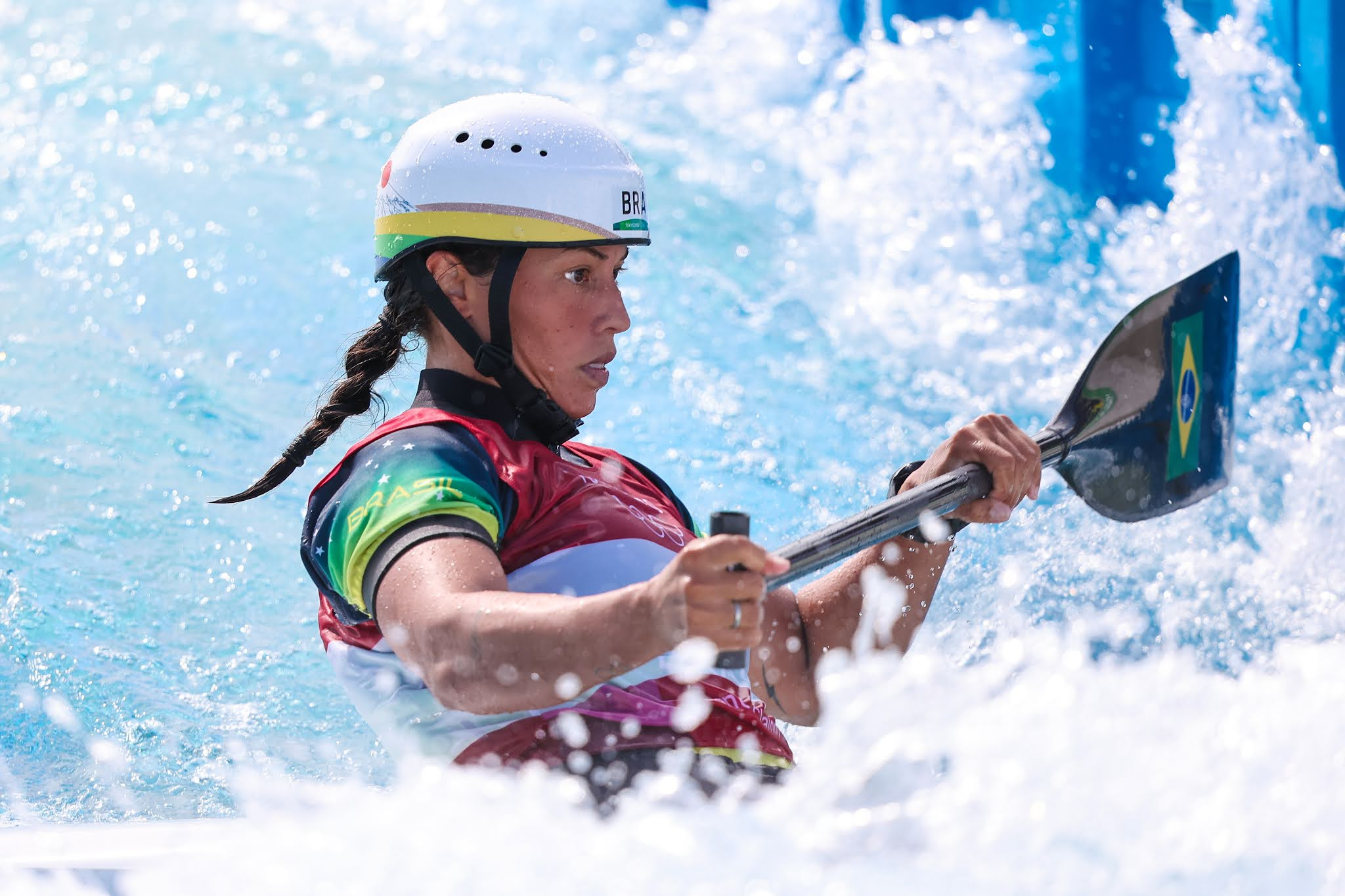 Ana Sátila competindo na canoa