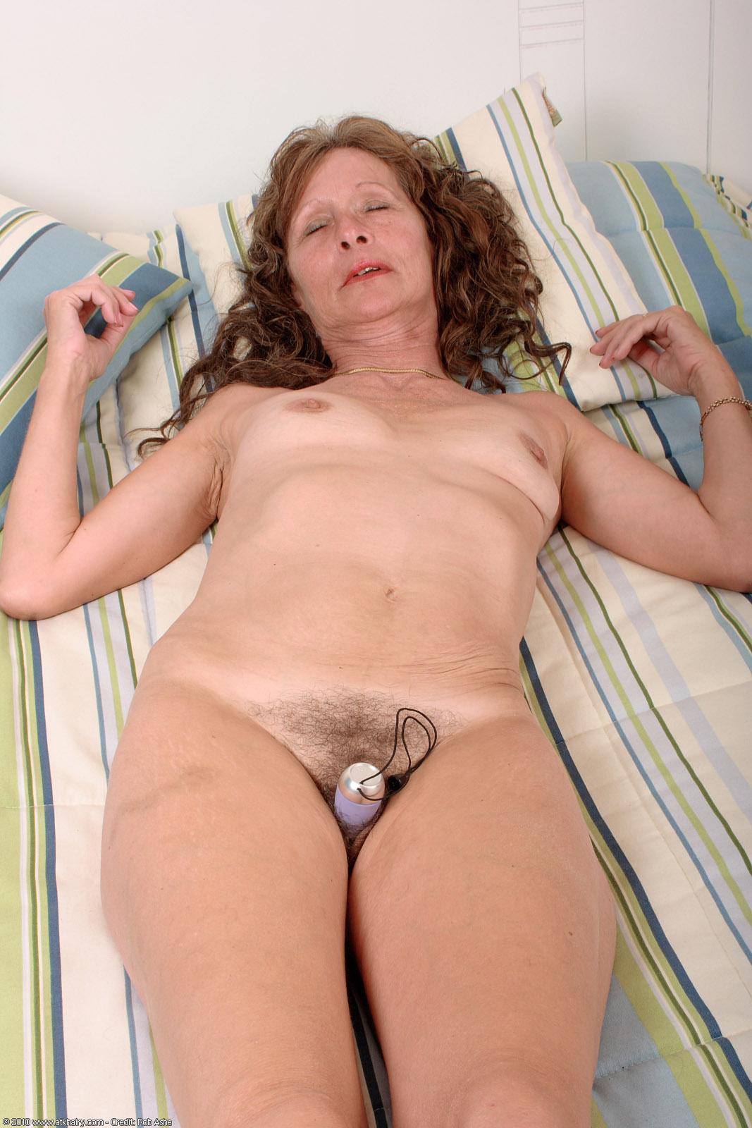 Free Hairy Mature Porn Pics