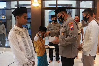Polres Jember Beri  Santunan Anak Yatim dan Piatu Yayasan Warga Karangpring