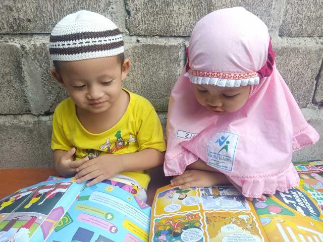 kedua anak balita kami ikut membaca Cilukba