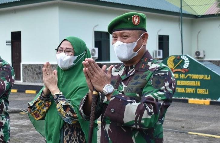 Salam Covid- 19, Danrem Dan Istrinya  Di Acara Halal Bihalal Bersama Jajaran Korem 141/TP