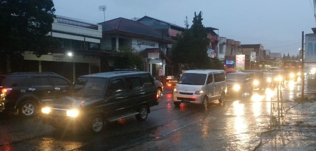 Akses Menuju Dan Keluar Kota Bukittinggi Hari Ini Mengalami Kemacetan, Diharapkan Pengendara Untuk Lebih Bersabar