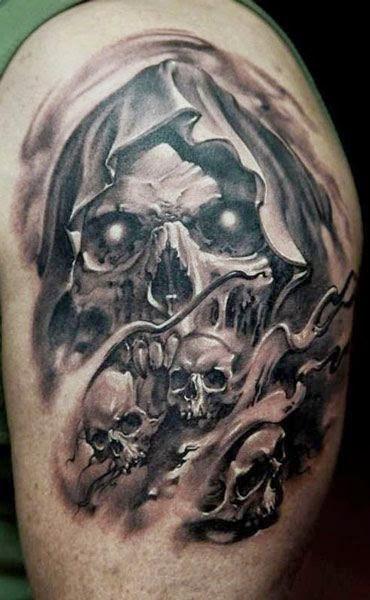 Tatuaje de la muerte con craneo el tatuaje esta en el brazo de un hombre