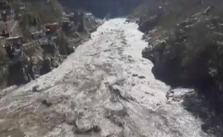 Ινδία: Κατέρρευσε τμήμα παγετώνα των Ιμαλαΐων – Φόβοι για πάνω από 100 νεκρούς