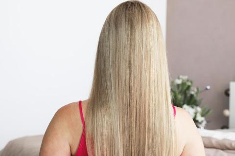 Najlepszy sposób na rozdwojone i połamane końcówki włosów - czytaj dalej »